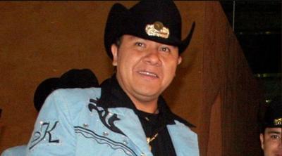 La trágica muerte del vocalista del grupo K-Paz de la Sierra fue acuñada a vínculos con el narcotráfico ya que fue asesinado luego de presentarse en Michoacán. Su cuerpo fue encontrado días después con señales de tortura en una carretera el tres de diciembre del 2007 y según la información oficial, los responsables fueron el cártel de Los Caballeros Templarios, de la Familia Michoacana luego de que Gómez se negará a participar en el lavado de dinero.