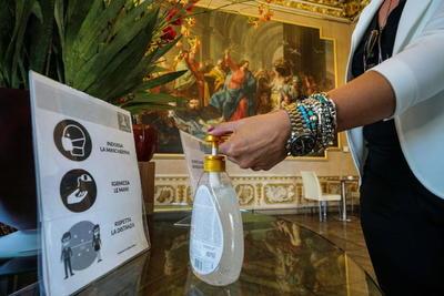 Durante los meses pico del verano, los Museos Vaticanos suelen tener una fila de espera de horas porque no había un sistema de reservación para programar visitas con horarios.