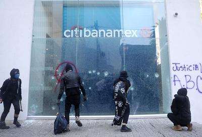 Vandalizan embajada de EUA por muertes de George Floyd y Giovanni López en CDMX