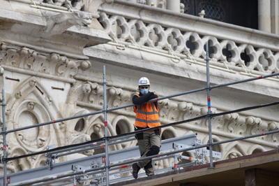 Los técnicos accederán al interior de la catedral con una cuerda para desmantelar los 40,000 tubos, uno por uno.