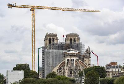 Notre Dame sigue de pie.