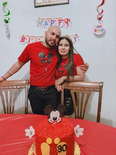 Hugo Iván con su novia, Daniela Contreras García.