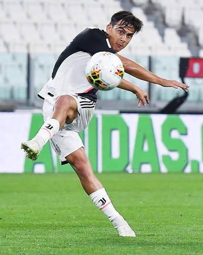 Fue el argentino Paulo Dybala, quien firmó un golazo al Inter de Milán en el último encuentro del Juventus, en marzo, el encargado de dar el primer toque al balón y abrir un duelo en el que su equipo fue de más a menos.