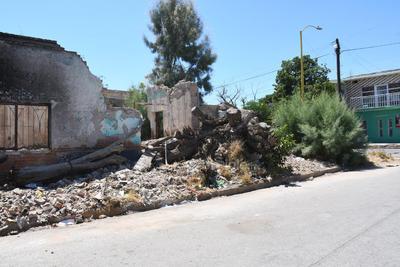 Basurero. Hay fincas donde se deja todo tipo de desechos: escombro, troncos, ramas, incluso arrojan animales muertos y muebles viejos.