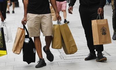 La reapertura se dio para tiendas de ropa, juguetes y otros artículos no esenciales.