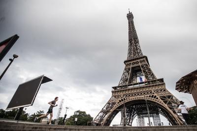 Se recomienda que los turistas que planean viajes a la ciudad reserven boletos por internet para visitar la torre.