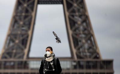 Las autoridades de turismo de París han expresado un optimismo moderado sobre la reemergencia de la ciudad como destino turístico. Los niveles de turismo han caído un 80% comparados con el mismo mes hace un año, dijeron.