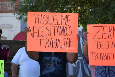 Con lonas y pancartas, llamaron al Municipio de Torreón y al Gobierno de Coahuila a que les permitan reabrir.