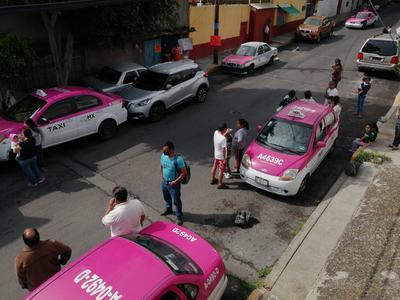 En Hidalgo, se aplica protocolo de seguridad ante el sismo que acaba de ocurrir, personal que se encontraba en la sesión presencial de la Comisión de Educación en la Sala Constituyentes.