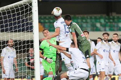 Napoli gana con gol del 'Chucky' Lozano