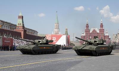 Más de 230 vehículos militares atravesaron la vasta plaza de la capital rusa.
