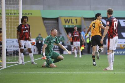 Raúl Jiménez vuelve a ser protagonista en la victoria de Wolves
