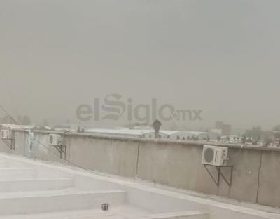 Con condiciones similares al fenómeno ocurrido en La Laguna esta mañana, la ciudad de Durango comienza a presenciar vientos fuertes acompañados de arena.