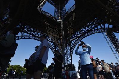 Reabre la Torre Eiffel tras 104 días de confinamiento