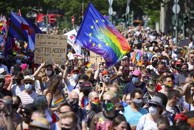 Frente a pandemia, celebran día mundial del orgullo LGBTI en el mundo