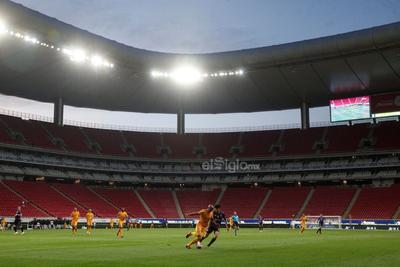 El duelo fue sin afición en las gradas y bajo un estricto protocolo sanitario que permitió como máximo 300 personas en el estadio del Guadalajara.