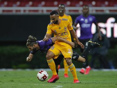 El también chileno Eduardo Vargas aprovechó un mal pase de Efraín Velarde a Díaz para robar la pelota, entrar al área, recortar al defensa y disparar a puerta en donde de nuevo apareció Fraga para mantener el 0-0.