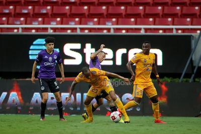 Mazatlán realizó su primer tiro al marco en el minuto 14, cuando Eduardo del Ángel tiró desde media distancia, sin embargo el argentino Nahuel Guzmán se estiró rumbo a poste izquierdo y detuvo a dos manos.