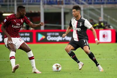 La derrota sufrida este mismo martes por el Lazio en el campo del Lecce (2-1) ofrecía al Juventus la oportunidad de escaparse a diez puntos de distancia, pero un repentino bajón de concentración, con tres goles sufridos entre el 62 y el 68 y un grave fallo del brasileño Álex Sandro que provocó el 4-2 definitivo, le impidió dar el golpe definitivo al campeonato.