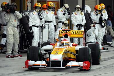 El piloto español Fernando Alonso ofreció este miércoles su primera rueda de prensa después de la confirmación de su regreso a la Fórmula Uno de la mano de Renault.