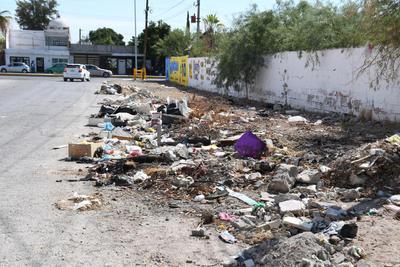 Se acumula. A lo largo del tiempo se han formado verdaderos tiraderos de basura en diferentes calles y es el escenario que se muestra a los automovilistas, debido a la falta de atención de las autoridades y vecinos.