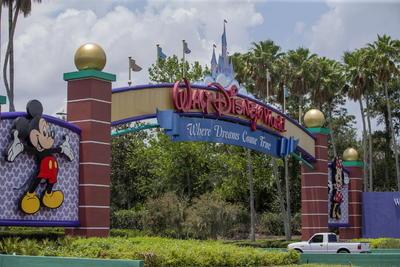 Los seguidores más acérrimos del mundo Disney con un pase anual pudieron acceder el jueves 9 de julio a los dos parques.