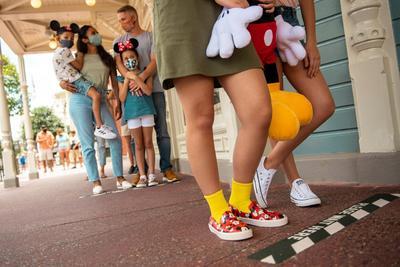 Walt Disney World espera que durante los primeros días los parques estén al máximo de la capacidad establecida, ya que el pasado mes de junio se agotaron las entradas de la reapertura pocas horas después de que se activara el sistema de reservas.Una de las novedades de la reapertura es la nueva versión del festival de comida Epcot International Food & Wine, que se realizará a partir del 15 de julio y se mantendrá durante el verano y el otoño, para que los visitantes disfruten de comidas de todo el mundo cumpliendo con las medidas de seguridad.