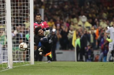 A lo largo de su carrera, Memo ha sido llamado con la Selección a cuatro Mundiales, aunque sólo participó en los últimos dos (Alemania 2006, Sudáfrica 2010, Brasil 2014 y Rusia 2018). También ha disputado dos Copa Confederaciones, dos Copa América y seis Copa Oro, siendo campeón en cuatro ocasiones.