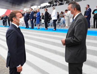 El presidente Emmanuel Macron encabeza los oficios.