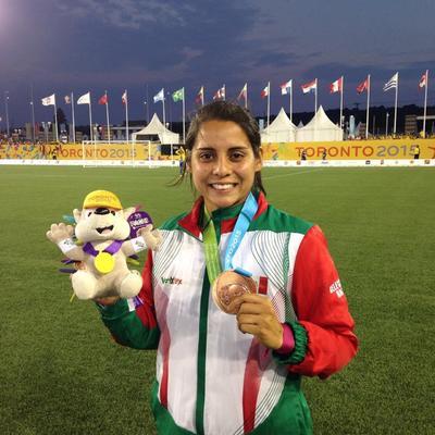 También, ha defendido los colores de la Selección Mexicana, logrando conseguir la medalla de oro de los Juegos Centroamericanos y del Caribe, dos bronces en Panamericanos y ha jugado dos Copas del Mundo en 2011 y 2015.