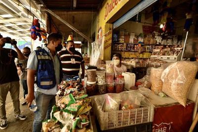 Piden evitar salir a 'pasear' en comercios que han reabierto en Torreón