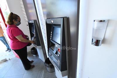 Piden usar gel antibacterial. Autoridades estatales y municipales piden a los usuarios de los cajeros automáticos que hagan uso del gel antibacterial antes y después de usar cada una de las máquinas. Es importante mantener esta medida para evitar la propagación del COVID-19 a través del uso de estos aparatos.