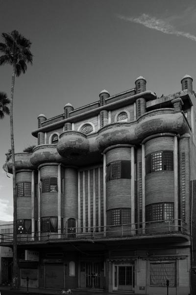 Para Rufino, la arquitectura tiene la capacidad de hablar sobre lo que ha pasado en el lugar donde un individuo se encuentra. Los edificios de la Comarca Lagunera permiten leer la historia de la región a través de sus diseños, materiales y usos.