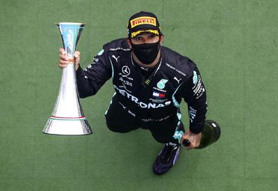 Hamilton gana el Gran Premio de Hungría; 'Checo' Pérez es séptimo
