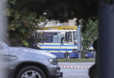 El autobús con rehenes está en una carretera en el centro de la ciudad occidental de Ucrania de Lutsk, Ucrania.