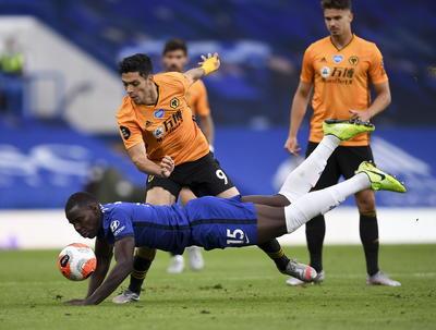 Los Lobos del mexicano Raúl Jiménez se quedan séptimos en la tabla y tendrán que esperar que el Chelsea gane la Liga Europa para estar en competición europea la temporada que viene.