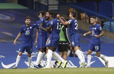 Dos goles en el descuento de la primera parte, de Mason Mount y Olivier Giroud, sirvieron para que los 'Blues' repitan presencia en Champions y dejen fuera de la Europa League al Wolves.