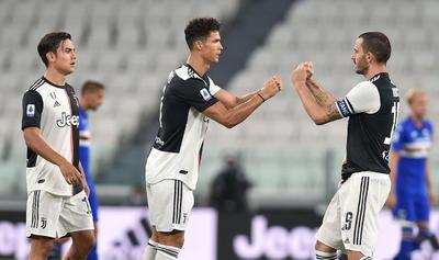 El equipo del técnico portugués Paulo Fonseca ganó 2-1 al Fiorentina con dos penaltis marcados por el francés Jordan Veretout, ex del cuadro toscano, y encadenó su sexto partido sin conocer la derrota, con cinco victorias y un empate.