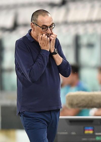 En la zona baja de la clasificación, se complicó casi definitivamente la situación del Lecce, antepenúltimo, que perdió 3-2 en el campo del Bolonia, con gol decisivo en el 94, y se quedó a cuatro puntos del Génova, que marca los puestos de salvación.