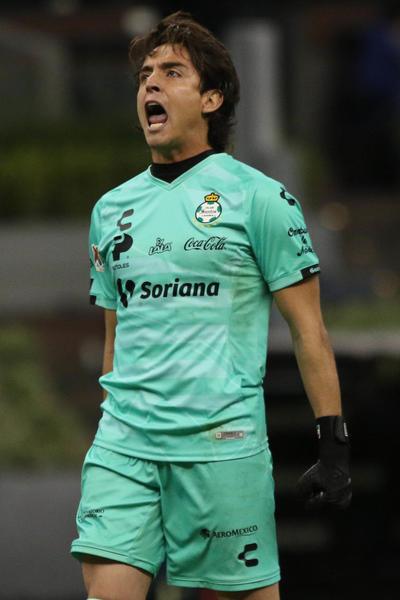 Fue inevitable tocar el tema del cancerbero procedente de los Xolos de Tijuana, Gibrán Lajud, con quién Carlos se disputa la titularidad en el torneo Guardianes 2020 de la Liga MX.