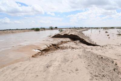 A la altura del ejido Buena Vista en el municipio de Viesca, se dio un rompimiento del bordo ante la fuerza de la corriente del Aguanaval. Las filtraciones también se presentaban a lo largo del bordo, generando abras.