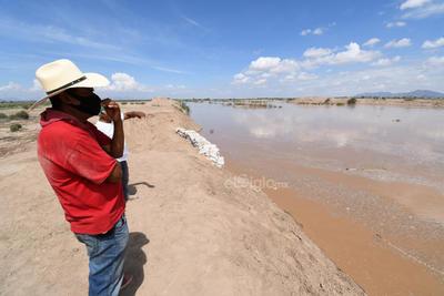 Pobladores de las diferentes comunidades de Viesca y Matamoros recordaron las recientes avenidas del río, algunas de peligro que los hizo dejar sus hogares, pero ahora dicen que no se saldrían al temor de robos.