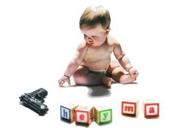 HEY MA: La banda británica James decidió colocar en su portada una pistola cerca de un bebé. Algunos comentaron que era mala idea, pero no pasó a mayores.