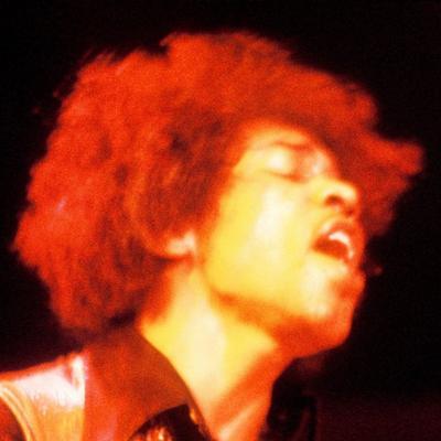 ELECTRIC LADYLAND: El mismo Jimi Hendrix repudió la imagen de varias chicas desnudas. La consideraba vulgar, y ante la presión la compañía discográfica que había querido llamar la atención decidió cambiarla por el rostro del roquero.