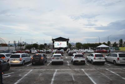 Autocinema de Torreón encanta a laguneros con 'Vaselina'