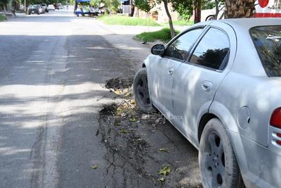 Sobre la misma calle González Ortega, se encuentra colapsado un tramo de la vialidad, la cual a decir de los vecinos, recientemente se atendió, sin embargo las lluvias hicieron evidente su mala calidad.