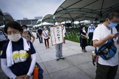 """Abe insistió en la política de Japón de no firmar el tratado, citando vagamente un """"enfoque diferente"""", aunque agregó que el gobierno comparte el objetivo de eliminar las armas nucleares."""
