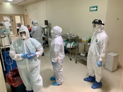 Y es que mientras aumenta el número de sectores económicos que reabren sus puertas en La Laguna como parte de la reactivación económica, también crece la ocupación de camas COVID en el Hospital General de Torreón.