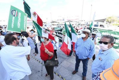'Chocan' grupos pro y anti-AMLO previo a llegada del mandatario a Torreón
