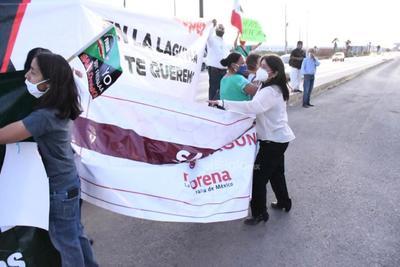 Se enfrentan en La Laguna opositores y seguidores de AMLO
